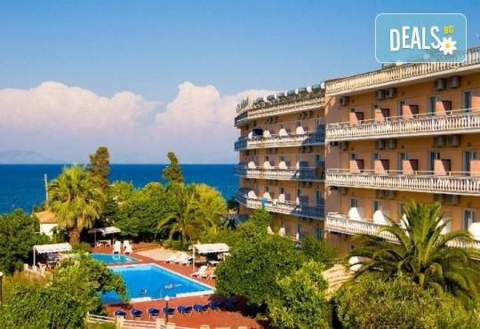 Ранни записвания за почивка на о. Корфу, Гърция! 6 нощувки със закуски и вечери в Potamaki Beach Hotel 3*, възможност за транспорт! - Снимка 1