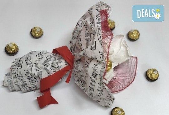 В ритъма на любовта! Шоколадов букет Мелодия от Онлайн магазин за подаръци Банана! - Снимка 3