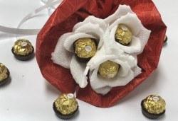 Красив и романтичен шоколадов букет Pure Love от Онлайн магазин за подаръци Банана! - Снимка