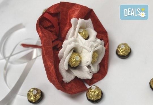 Красив и романтичен шоколадов букет Pure Love от Онлайн магазин за подаръци Банана! - Снимка 2