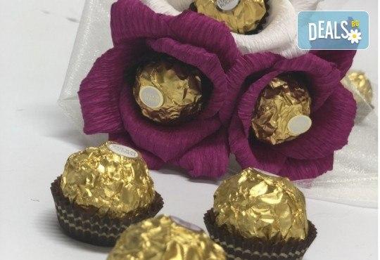 Стилен подарък за Свети Валентин! Шоколадов букет Purple Passion от Онлайн магазин за подаръци Банана! - Снимка 2