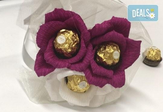 Стилен подарък за Свети Валентин! Шоколадов букет Purple Passion от Онлайн магазин за подаръци Банана! - Снимка 1