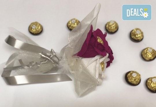 Стилен подарък за Свети Валентин! Шоколадов букет Purple Passion от Онлайн магазин за подаръци Банана! - Снимка 3