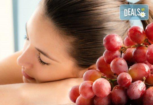 Тонизиращ или релаксиращ масаж на цяло тяло с масло от гроздови семки, зонотерапия на ходила и длани във Friends hair & beauty studio! - Снимка 1