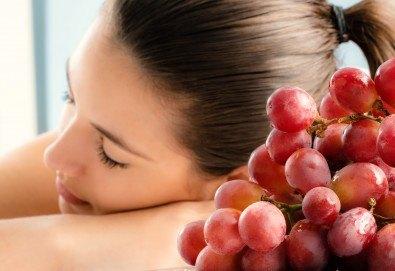 Тонизиращ или релаксиращ масаж на цяло тяло с масло от гроздови семки, зонотерапия на ходила и длани във Friends hair & beauty studio! - Снимка