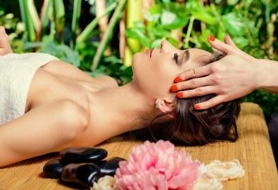 110-минутен древен хавайски масаж Кахуна на цяло тяло с масла, масаж на ходила и релаксираща терапия на лице с пилинг, маска и масаж с полускъпоценни камъни във Friends hair & beauty studio! - Снимка