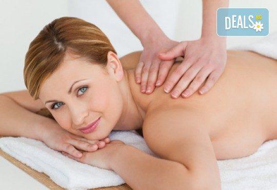 Лечебен и болкоуспокояващ масаж на гръб от специалист при дископатия, плексит и напрежение в мускулатурата във фризьоро-козметичен салон Вили в кв. Белите брези! - Снимка 3