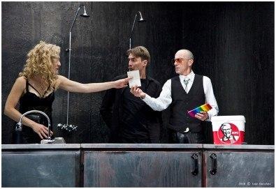 Гледайте комедията Килър Джо с Малин Кръстев на 13-ти март (сряда) в Малък градски театър Зад канала! - Снимка