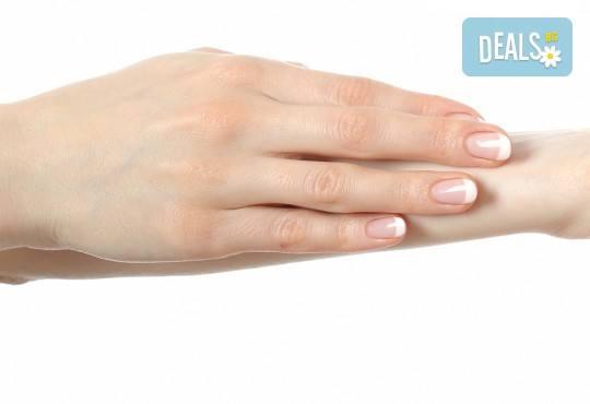 Консултация със специалист, лечебен маникюр и заздравяваща терапия за чупливи и проблемни нокти във фризьоро-козметичен салон Вили! - Снимка 3
