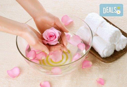 Консултация със специалист, лечебен маникюр и заздравяваща терапия за чупливи и проблемни нокти във фризьоро-козметичен салон Вили! - Снимка 1
