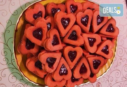 1 кг. големи двойни червени сърца с ягодово сладко от Сладкарница Джорджо Джани - Снимка 1