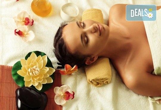 Лечебен масаж на гръб с вендузи или ароматерапевтичен масаж на цяло тяло + вендузотерапия и бонус: масаж на ходила в козметичен салон Ивида! - Снимка 1