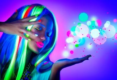 Свежо настроение! Едноцветни кичури с професионална неон боя Alfaparf Milano, масажно измиване и прическа със сешоар - прав или начупен, в студио Beauty! - Снимка