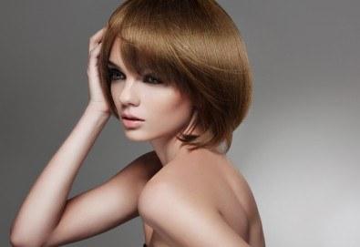 Кажете сбогом на цъфтящата коса! Подстригване с гореща ножица, нанасяне на протеинов термозащитен спрей и подсушаване в салон за красота Flowers! - Снимка
