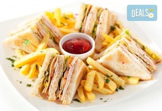 Клуб сандвич Филе или Луканка, апетитни пържени картофки и фреш по избор в Royal Place Shisha Bar! - Снимка 1