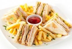 Клуб сандвич Филе или Луканка, апетитни пържени картофки и фреш по избор в Royal Place Shisha Bar! - Снимка