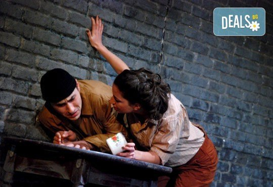 Гледайте Силвия Лулчева и Николай Луканов в Любовна песен на 16.03. от 19 ч. в Младежки театър, камерна сцена, 1 билет! - Снимка 5