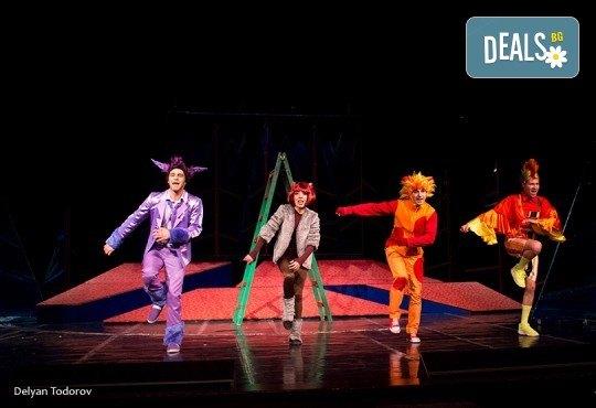 На театър с децата! Гледайте Бременските музиканти в Младежки театър! На 30.03. от 11ч., голяма сцена, един билет - Снимка 1