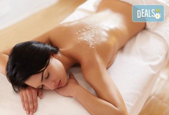 Релакс и здраве в едно! Дълбокотъканен или релаксиращ масаж на цяло тяло и процедура в солна стая MediSol! - Снимка 1
