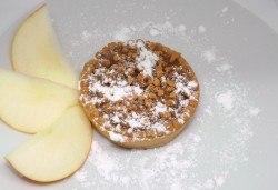 За Вашия повод! Ароматен ябълков пай с канела и ядки - 14 броя в плато, от H&D catering! - Снимка