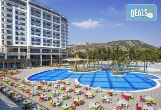 Почивка в Кушадасъ, Турция, в луксозния хотел Amara Sealight Elite 5*, с Глобус Холидейс! 4, 5 или 7 нощувки на база 24 Н Ultra All Inclusive, безплатно за дете до 12.99г. - Снимка 1