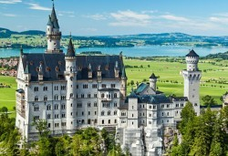 Магична екскурзия до Мюнхен, Любляна, Залцбург и Инсбрук! 5 нощувки със закуски, транспорт, водач и посещение на замъците Нойшванщайн, Линдерхоф и Херенхимзее - Снимка