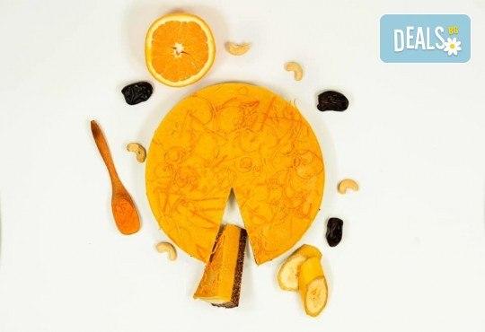 Красива и полезна тематична торта за Вашия малчуган! Сурова торта, без глутен и животински продукти, с вкус по избор, рисунка, весели фигурални декорации и надпис от Сладкишница Хенди Кенди! - Снимка 3