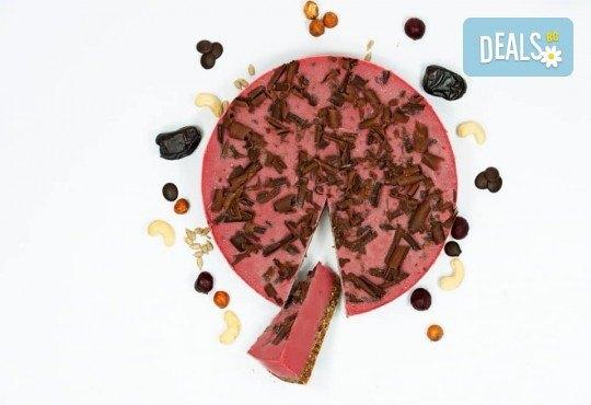 Красива и полезна тематична торта за Вашия малчуган! Сурова торта, без глутен и животински продукти, с вкус по избор, рисунка, весели фигурални декорации и надпис от Сладкишница Хенди Кенди! - Снимка 5