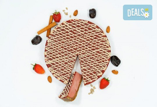 Красива и полезна тематична торта за Вашия малчуган! Сурова торта, без глутен и животински продукти, с вкус по избор, рисунка, весели фигурални декорации и надпис от Сладкишница Хенди Кенди! - Снимка 6