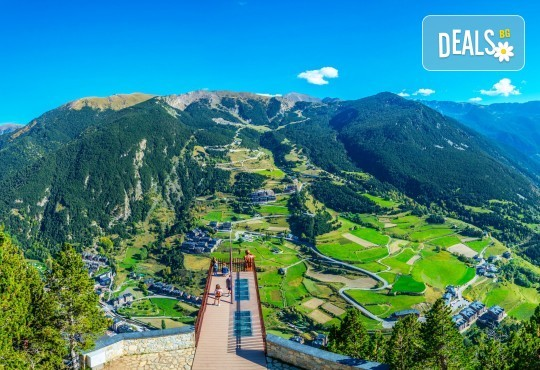 Ранни записвания за екскурзия до Андора през септември! 4 нощувки със закуски и вечери в Hotel Panorama 4*, самолетни билети и трансфери, индивидуална програма от Маджестик Турс! - Снимка 1