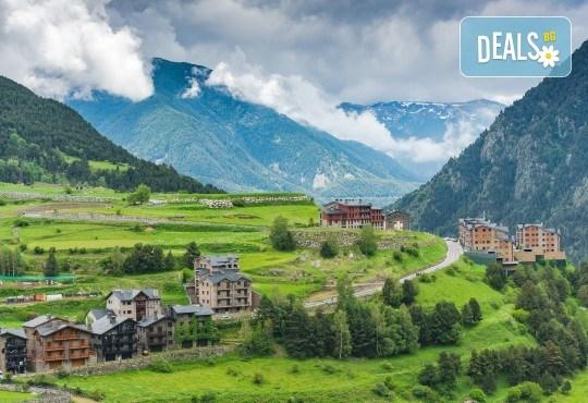 Ранни записвания за екскурзия до Андора през септември! 4 нощувки със закуски и вечери в Hotel Panorama 4*, самолетни билети и трансфери, индивидуална програма от Маджестик Турс! - Снимка 2