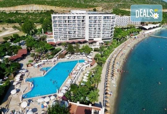 На море през май или октомври в Кушадасъ, Турция! 5 или 7 нощувки на база All Inclusive в хотел Tusan Beach Resort 5*, безплатно за дете до 12 г., възможност за транспорт - Снимка 1