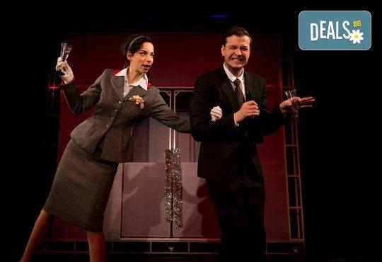 Вечер на комедията с Апартаментът на 19-ти март (вторник) в Малък градски театър Зад канала! - Снимка 4