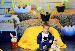 Щастливи моменти! Пролетно-Великденска семейна фотосесия в студио и подарък: фотокнига от Photosesia.com! - Снимка
