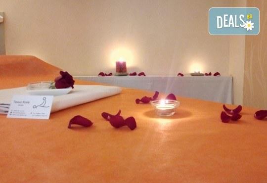 Комбиниран масаж на гръб с успокояващ ефект с масла от японска вишна, кокос или кафе в Масажно студио Теньо Коев! - Снимка 6