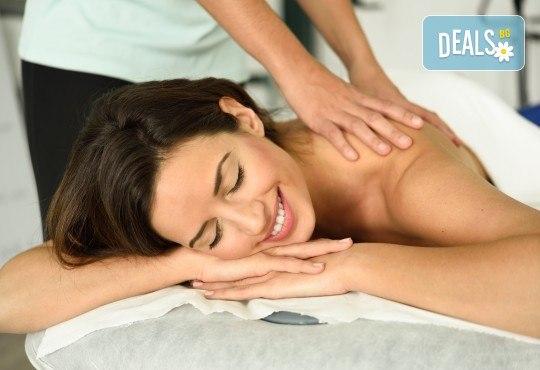 Комбиниран масаж на гръб с успокояващ ефект с масла от японска вишна, кокос или кафе в Масажно студио Теньо Коев! - Снимка 3