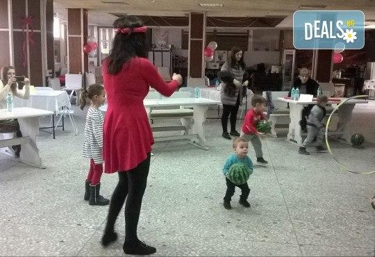 2 часа детски рожден ден с аниматор - водещ на игри, караоке парти, дискотека, танци и украса в Център Temporadas! - Снимка 9