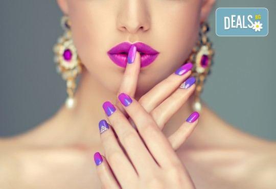 Красиви нокти! Изграждане на ноктопластика с гел SNB и маникюр с обикновен или гел лак в салон за красота Madonna! - Снимка 2