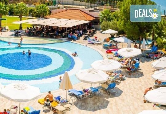 Лятна почивка в Sea Light Resort Hotel 5*, Кушадасъ, Турция! 7 нощувки на база 24 ч. Ultra All Inclusive, безплатно за дете до 13 г., възможност за транспорт! - Снимка 1