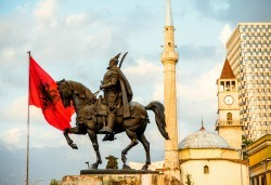 Уикенд през май в Охрид, Скопие, Тирана и Дуръс! 2 нощувки със закуски, транспорт и екскурзовод от Поход! - Снимка