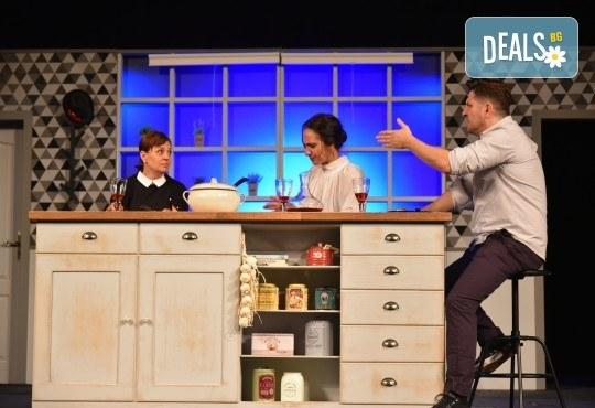 """Комедия с великолепни и любими актьори! Гледайте """"Вечеря с приятели"""" на 17.03., от 19:00 ч, Театър Сълза и Смях, 1 билет - Снимка 2"""