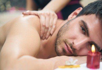 Оздравителен дълбокотъканен масаж на гръб, врат, ръце и седалище или на цяло тяло, от Студио Модерно е да си здрав в Центъра! - Снимка
