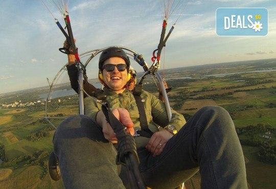 Адреналин! Тандемен полет с двуместен моторен парапланер близо до София и HD видеозаснемане от клуб Vertical Dimension! - Снимка 3