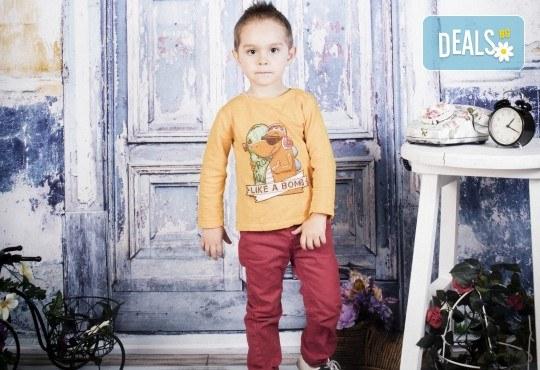 Пролетно-великденска фотосесия за цялото семейство, с 10 обработени кадъра, от Pandzherov Photography! - Снимка 7