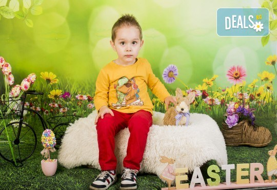 Пролетно-великденска фотосесия за цялото семейство, с неограничен брой обработени кадри, от Pandzherov Photography! - Снимка 2