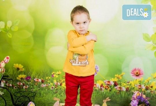 Пролетно-великденска фотосесия за цялото семейство, с неограничен брой обработени кадри, от Pandzherov Photography! - Снимка 4