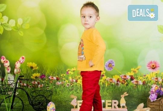 Пролетно-великденска фотосесия за цялото семейство, с неограничен брой обработени кадри, от Pandzherov Photography! - Снимка 5