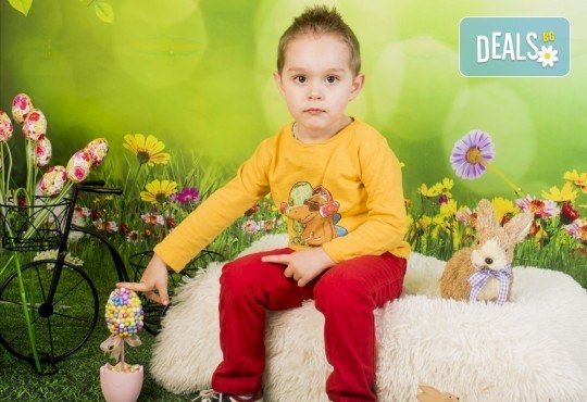Пролетно-великденска фотосесия за цялото семейство, с неограничен брой обработени кадри, от Pandzherov Photography! - Снимка 3