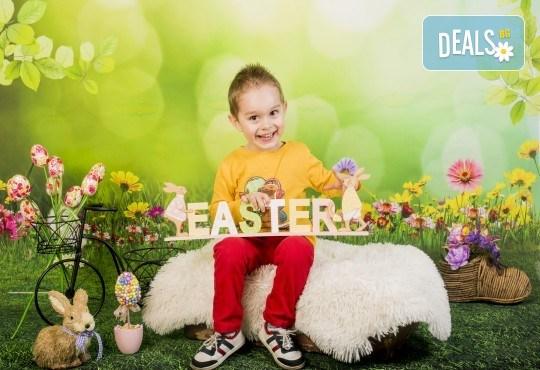 Пролетно-великденска фотосесия за цялото семейство, с неограничен брой обработени кадри, от Pandzherov Photography! - Снимка 1