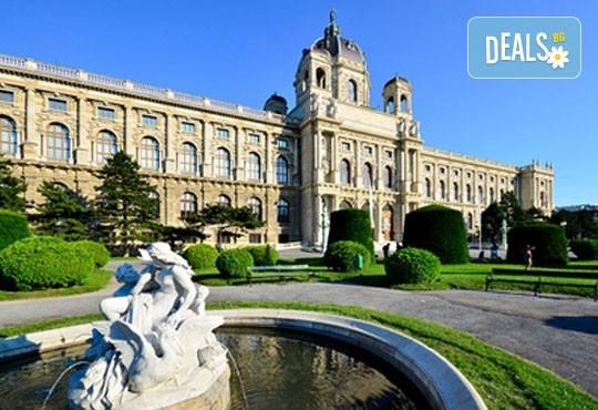 Екскурзия до Виена, дата по избор: 3 нощувки със закуски, самолетен билет и трансфери